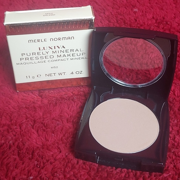 Other - Merle Norman Purely Mineral Pressed makeup M52
